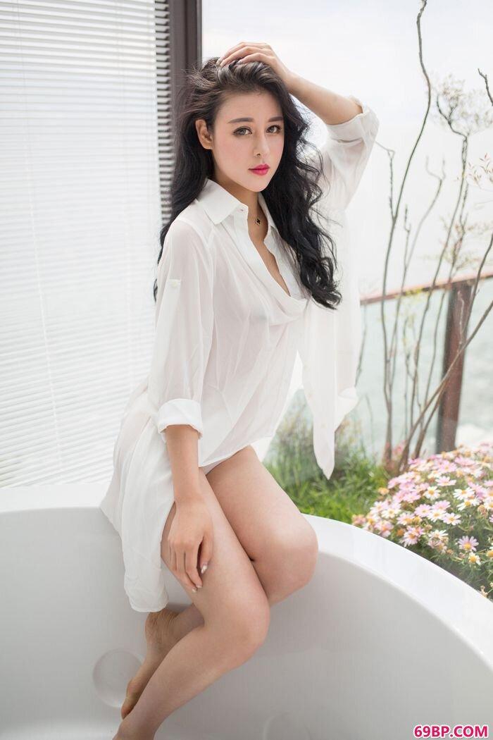 性感天使叶佳颐白衣下美胸依稀可见_西西人体恶搞图片