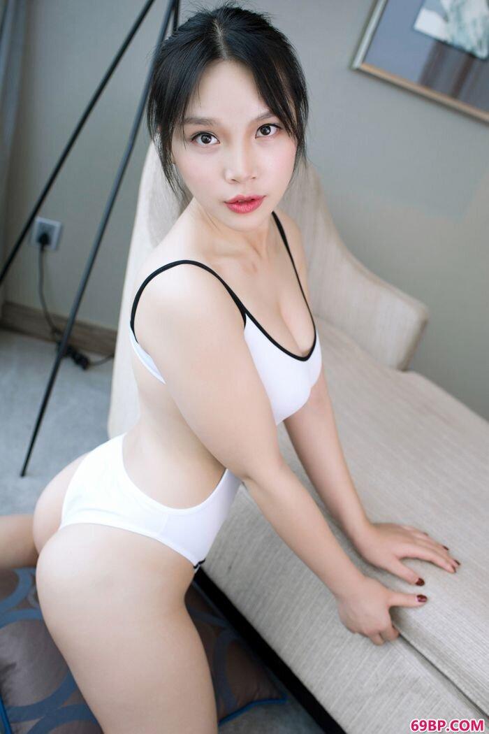 童颜大胸小纯子纯白制服诱惑动人_人体摄影图片网