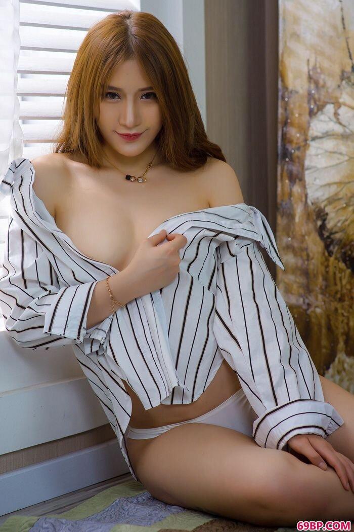 双生花泳装半脱秀丰乳肥臀看点足_西西人体韩国嫩模美女图片