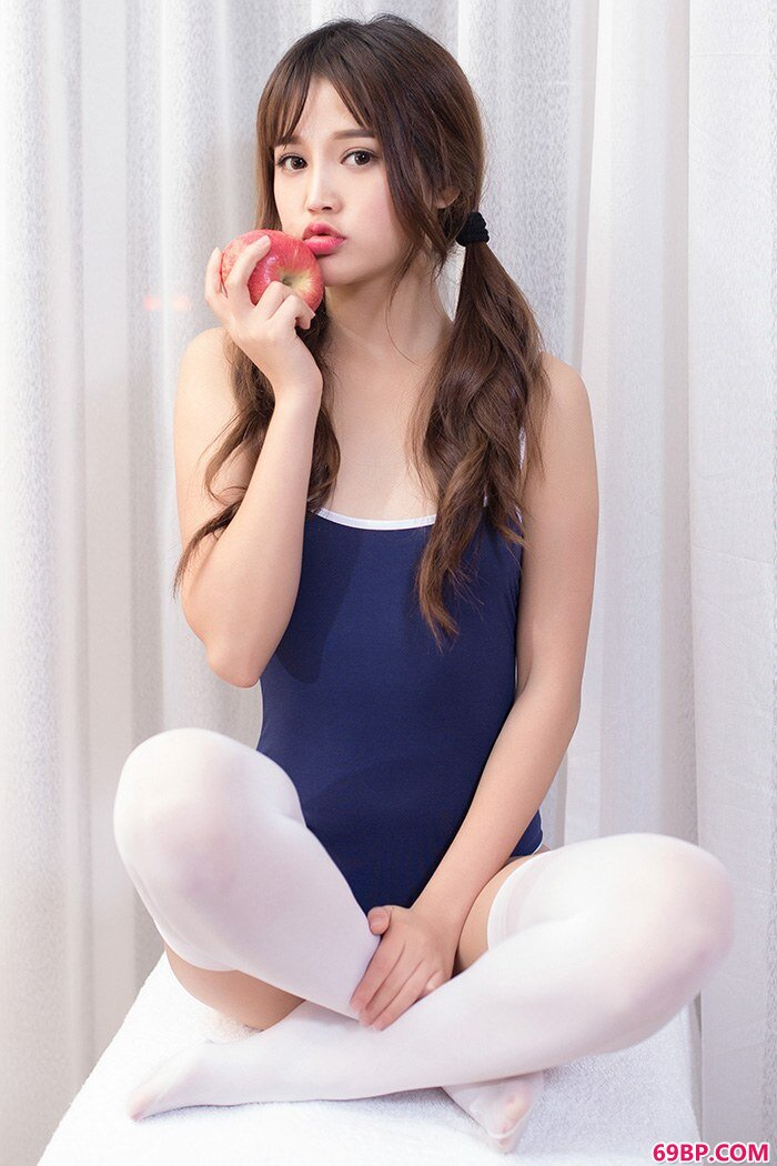 邻家嫩模米璐白袜及膝漂亮又诱人_西西人体全球美女模特