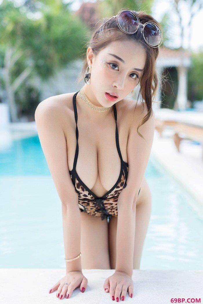 轻少女神筱慧大秀肥臀美胸曲线撩人_又湿又滑的粉嫩15P动图