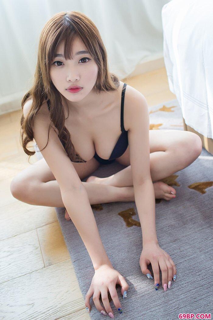 气质模特杨晨晨床笫之间上演无遮诱惑_西西人体美女高清大胆艺术摄影