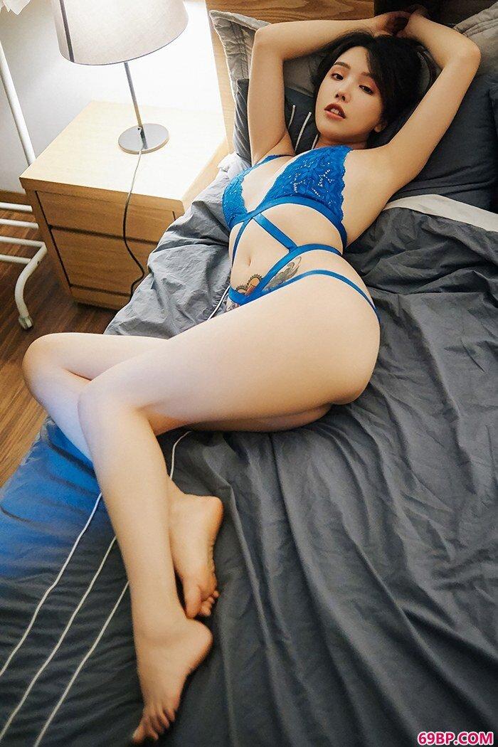 嫩模女郎黄乐然情趣内裤白皙胴体_FreeXXXMoVieS