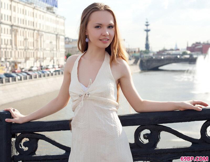瑞典22岁金发美女VirginiaSun_女人脱了内裤露出p毛