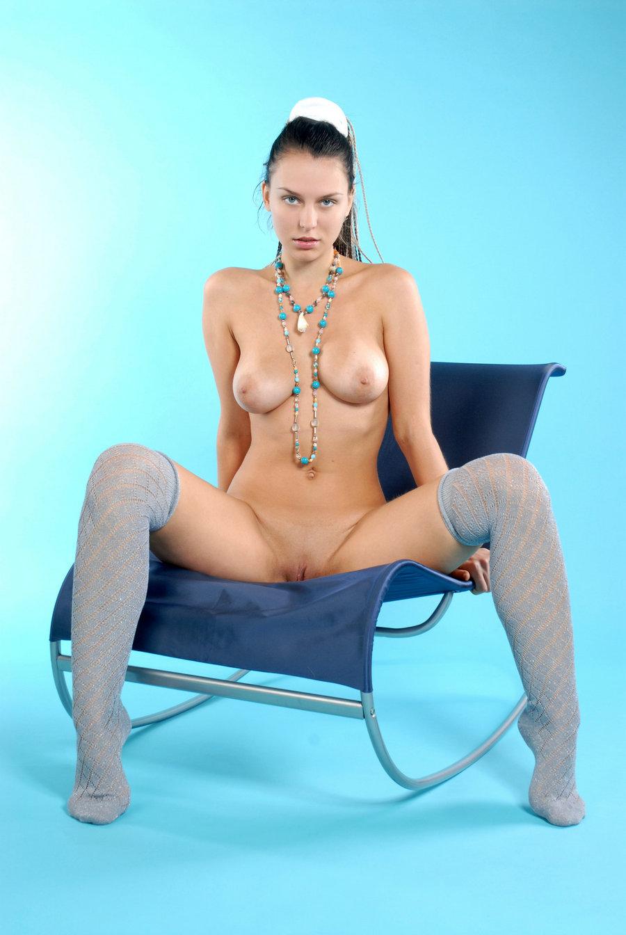 蓝色背景室拍大尺度俄罗斯裸模Iveagh