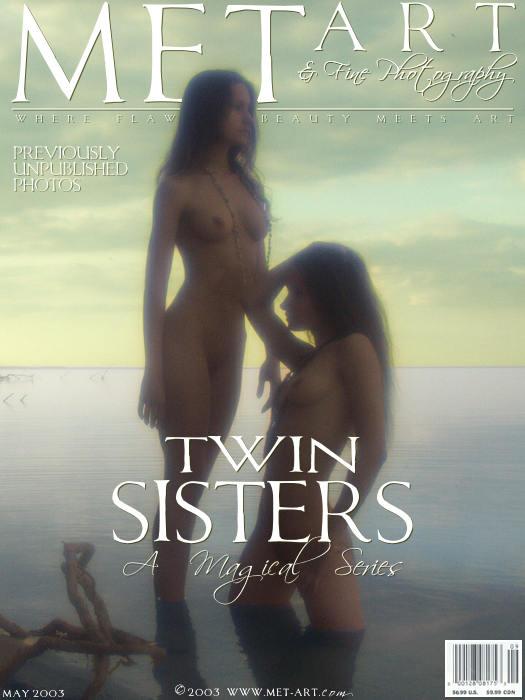 美艳孪生双胞胎湖边外拍朦胧的胴体