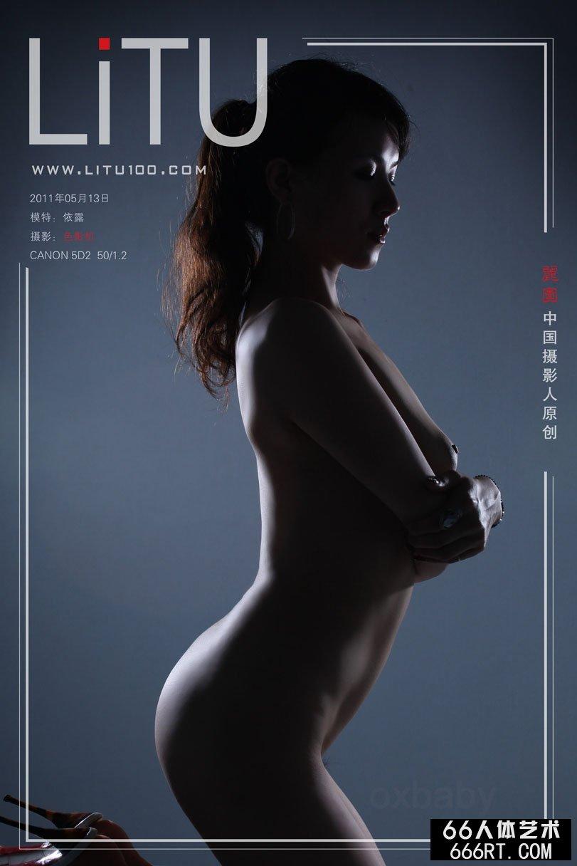 极品白嫩的小少妇_名模依露11年5月13日暗影室拍