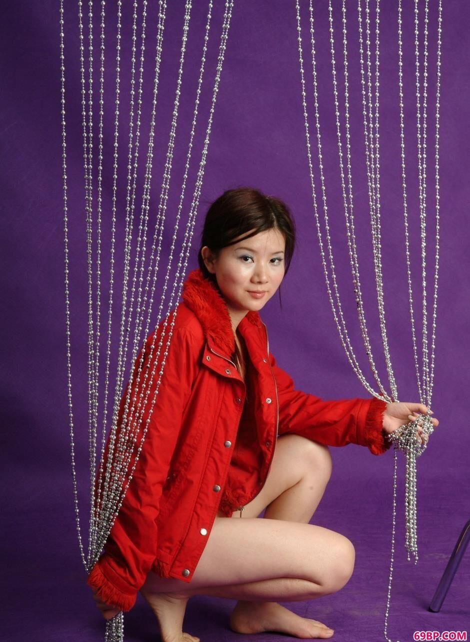 超模嘉怡写真棚里的迷人身材,最嫩少女人体艺术