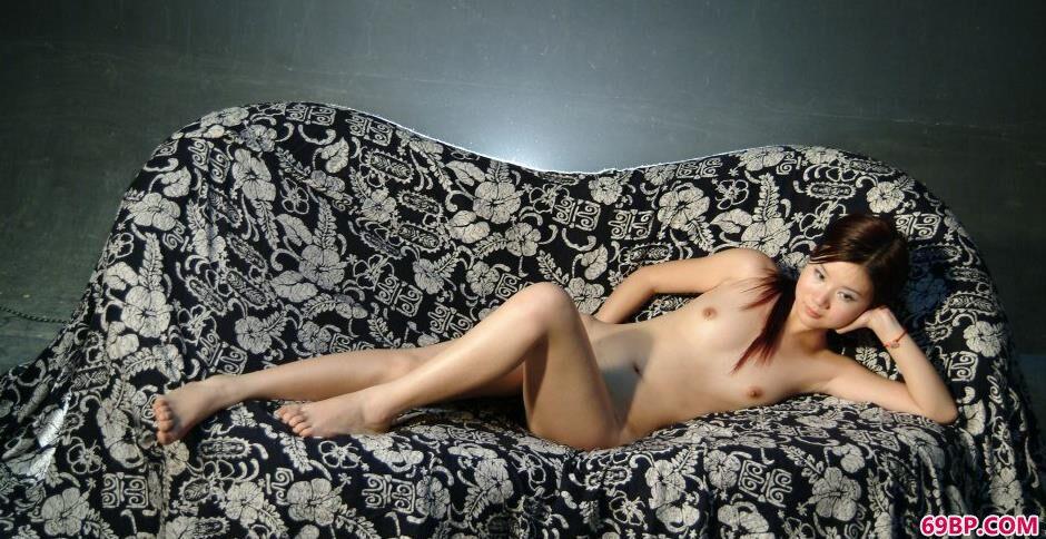 久久99精品国产自在自线_裸模嘉怡室拍布衣沙发上的清纯人体