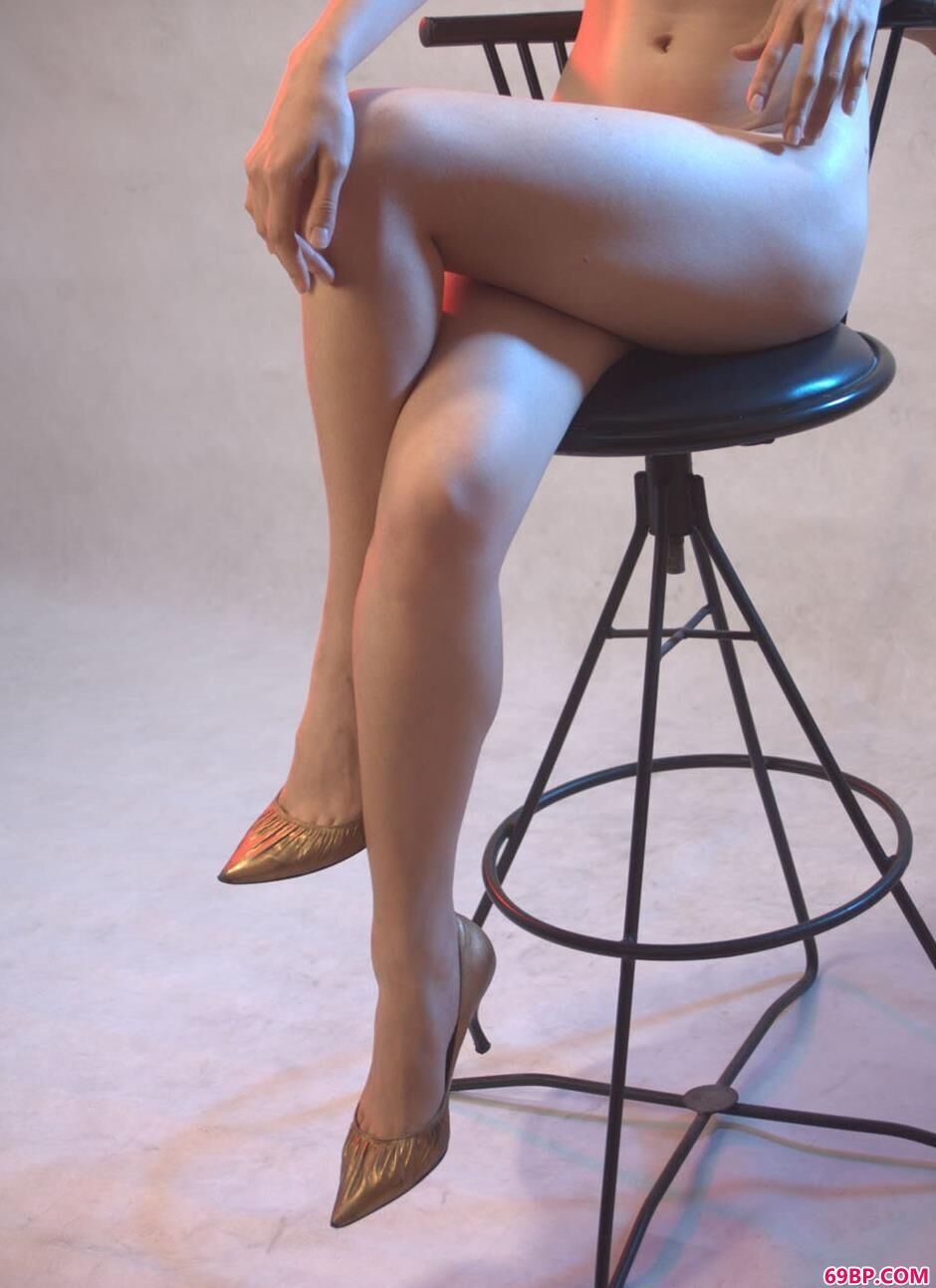 名模紫络图片棚里的勾魂美体