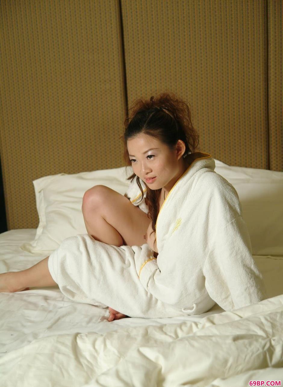 美人颖星宾馆床上的美艳美体