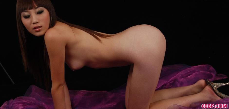 纱巾上的美模茜茜_巨乳美女图片