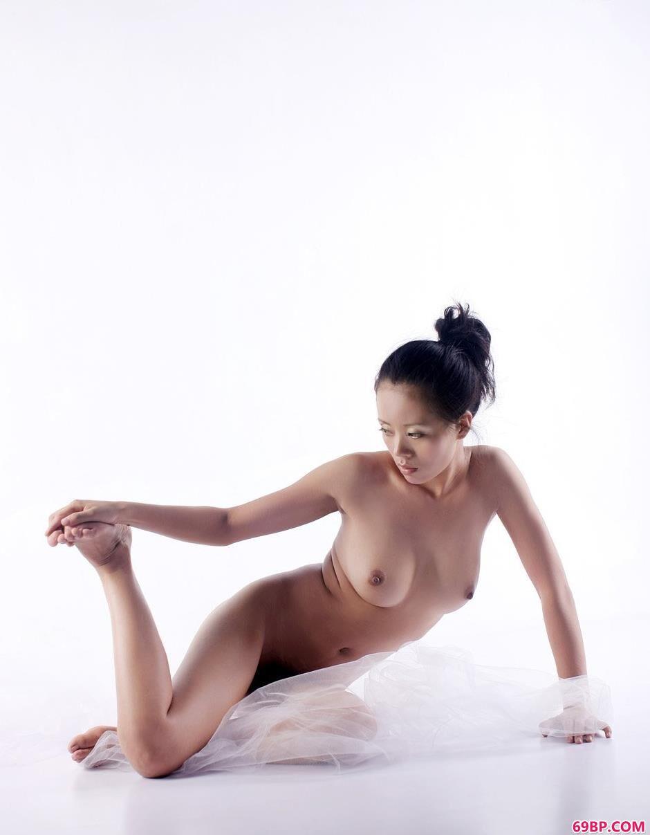 气质阿娇办公室里的人体1_亚洲人体艺术写真