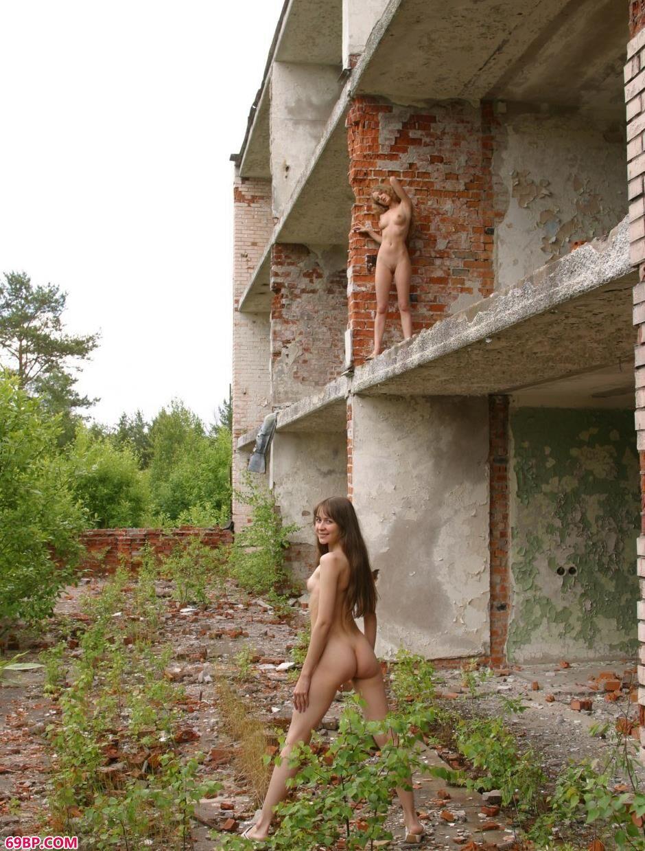 红砖房里的特人体美模Sveta和Olga_欧洲美妇做爰www