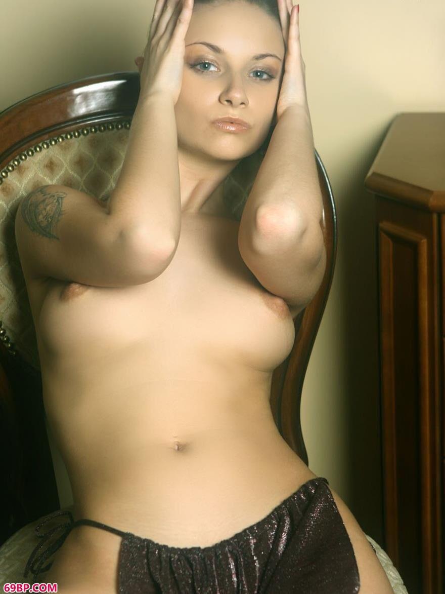 外国美人琳达室内人体艺术7
