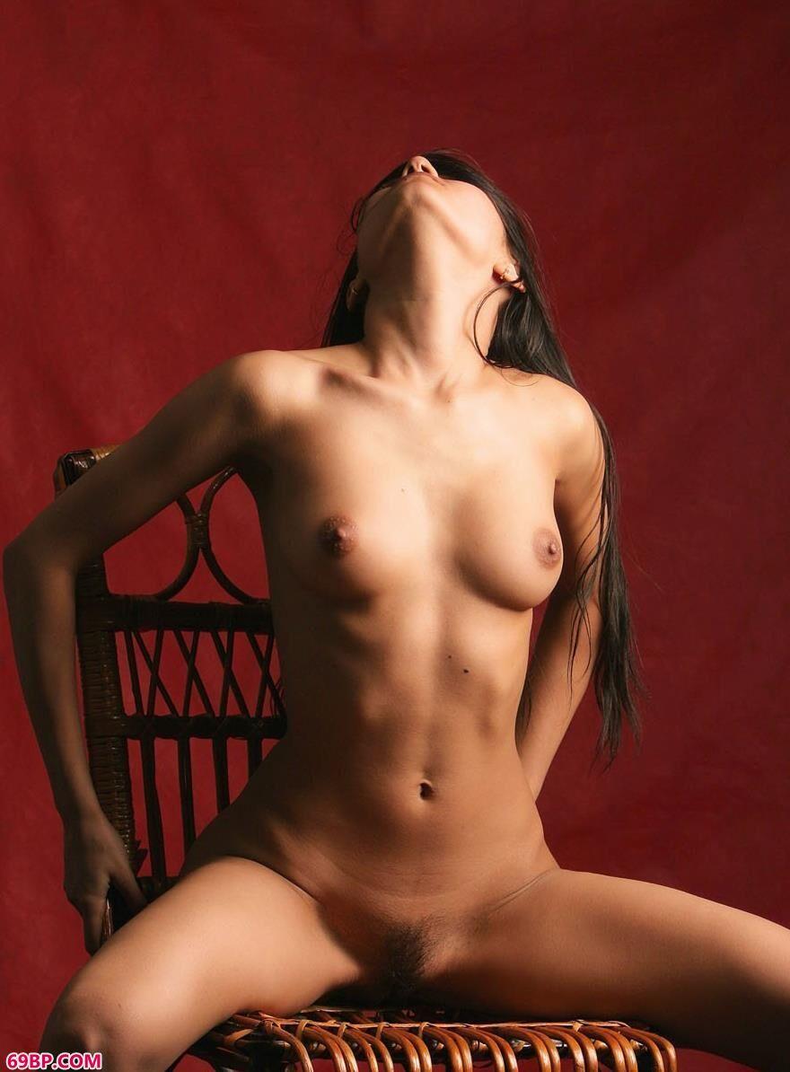 室拍外国人体裸模飘洒的秀发5