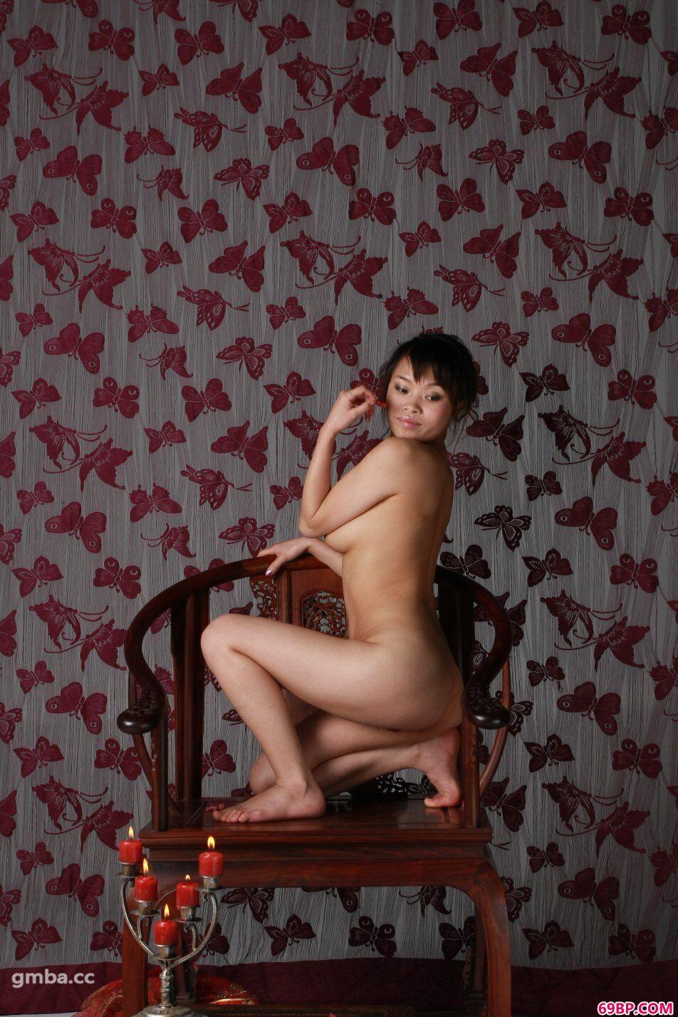 裸模小佳超大胆掰开腿间花瓣人体图片