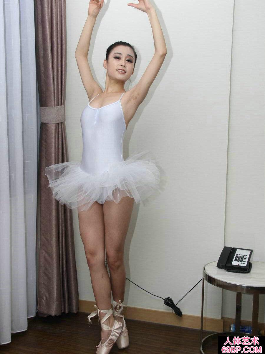 亚洲波神_舞蹈系的芭蕾舞妹纸刘诗琪人体写真