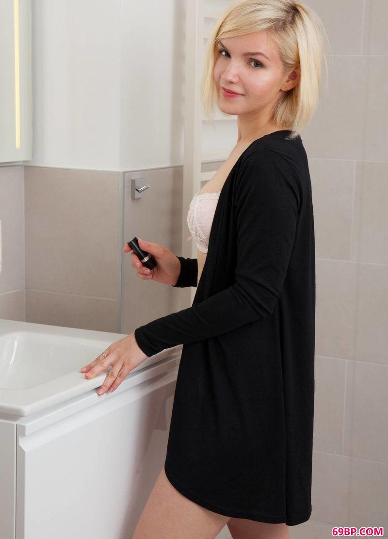 GoGO全球美女高清人体视线,干净的房间名模Jenny