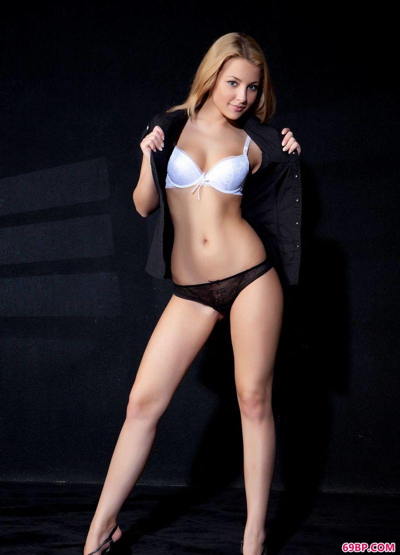 特绝美的光影裸模Nikia,gogo人体全球高清太胆俄罗斯