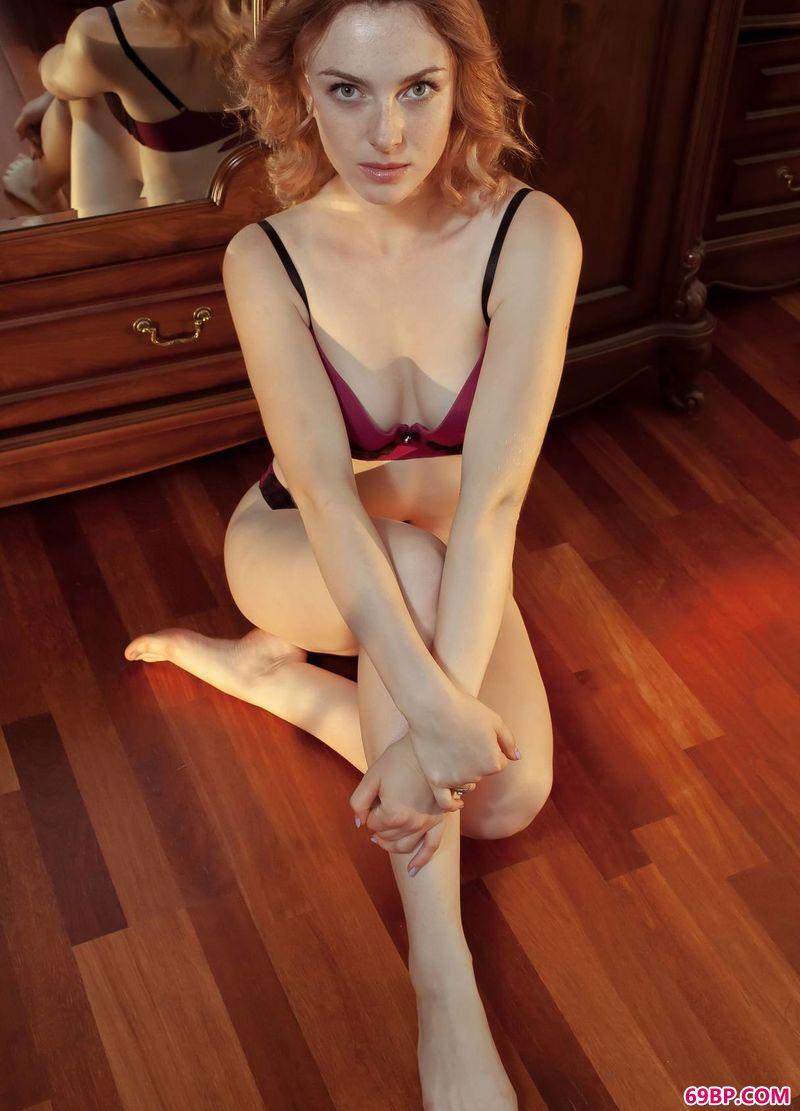 欧美性�H美妇_欧洲红发美体嫩模Jamie