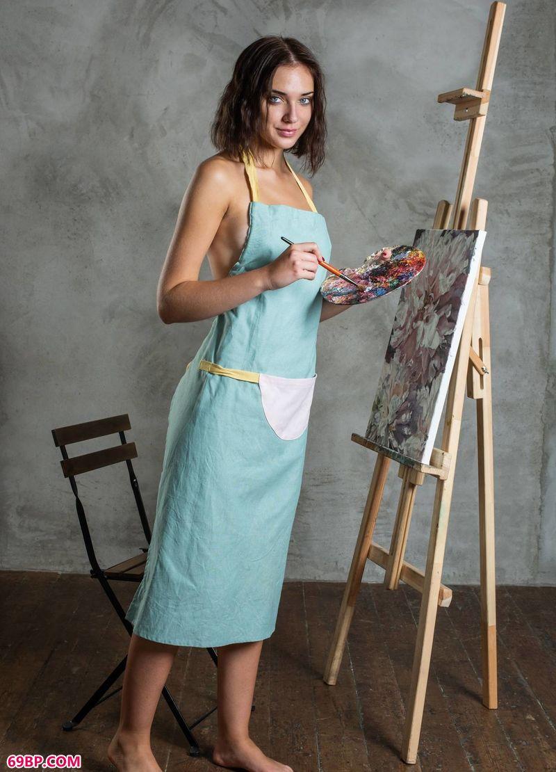 西西里人体艺术_充满表现欲的女画家Oxana