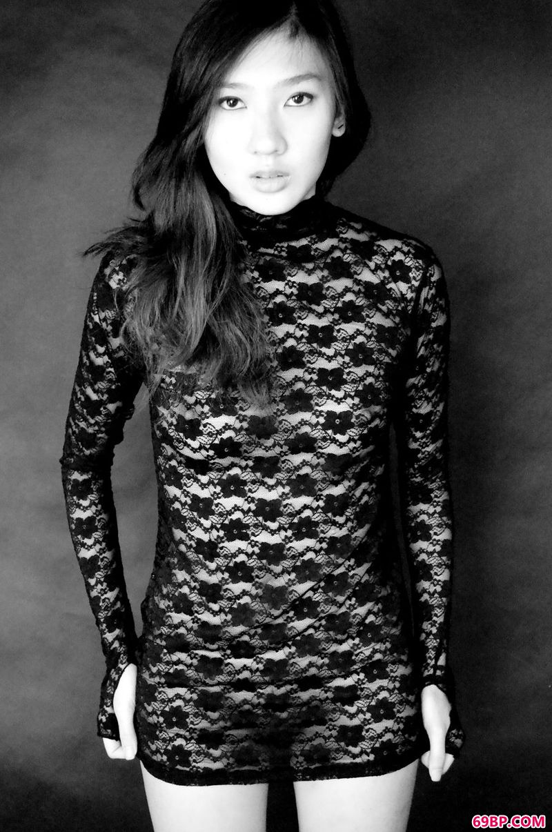 GoGo全球高清美女人体易阳,黑白光影人体超模Ivy