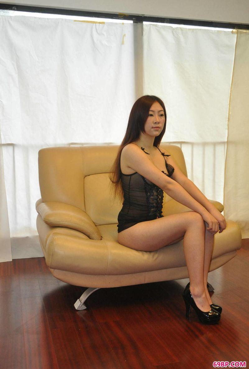 安静祥和的模特阿奴,西西大胆人体艺术图片